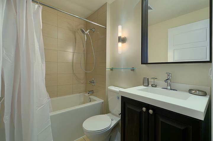 Etobicoke Short Term Apartment Rentals Parc Nuvo townhouse bathroom