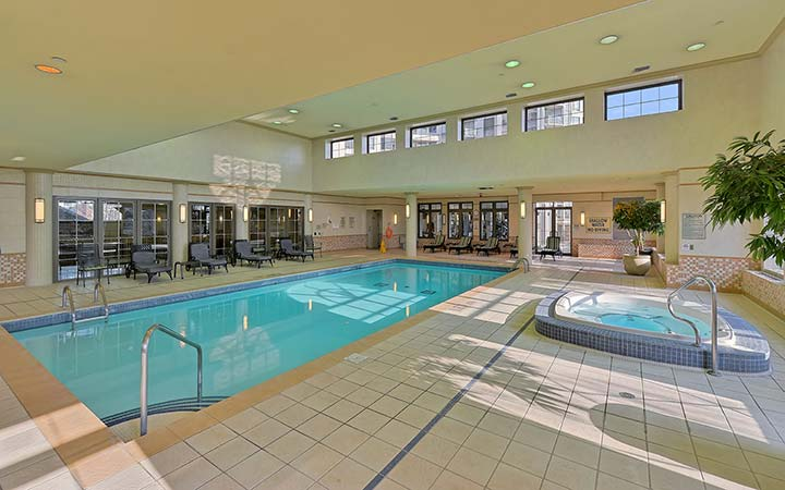 North York Serviced Apartments Avondale Swimming Pool