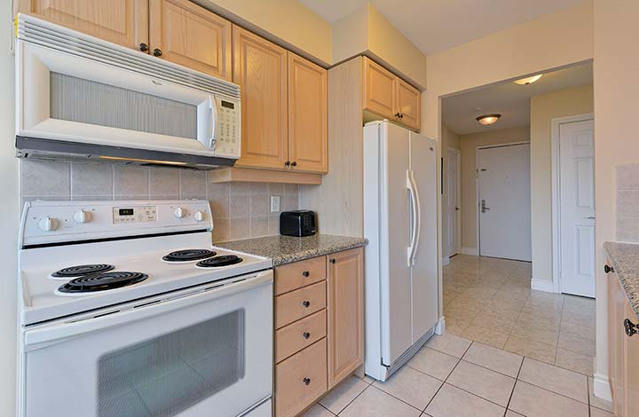 North York Apartments for Rent Avondale Kitchen