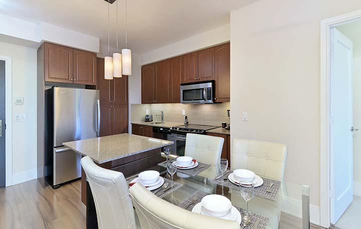 Roehampton Furnished Rentals Toronto - Kitchen and Dining