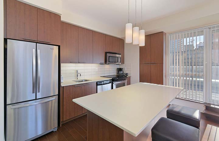 Roehampton Furnished Suites Toronto - Deluxe - Kitchen